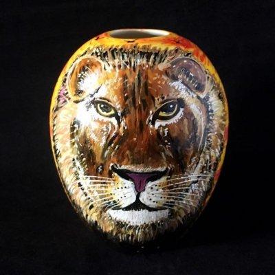 Ceramic lion art by Hazlehurst Ceramics.